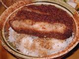 薄切肉を重ねて丸く作った西洋亭ゆずりのソースカツ丼。