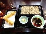 東京の年越し:神田の老舗そば屋で年越しそば。
