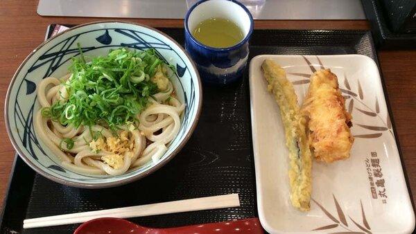 丸亀製麺のぶっかけと天ぷら