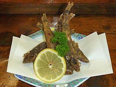 福島居酒屋探訪:いわきの魚メヒカリと芽子にんにくの揚げ物。