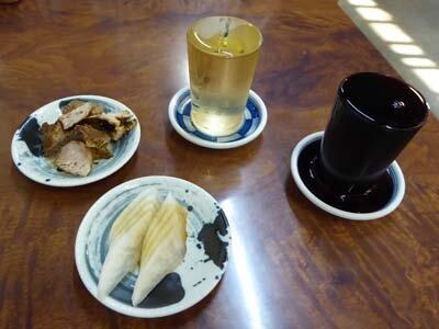 石和温泉の三角屋でブドー酒。肉皿とラーメンもいいかんじ。