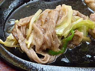 荒井屋 牛生姜焼きを野菜で巻く
